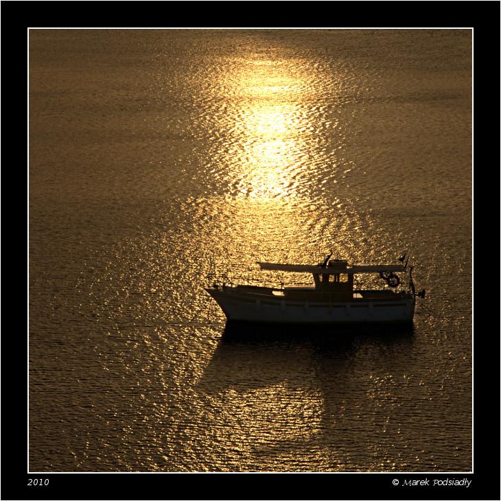 Statek o wschodzie słońca