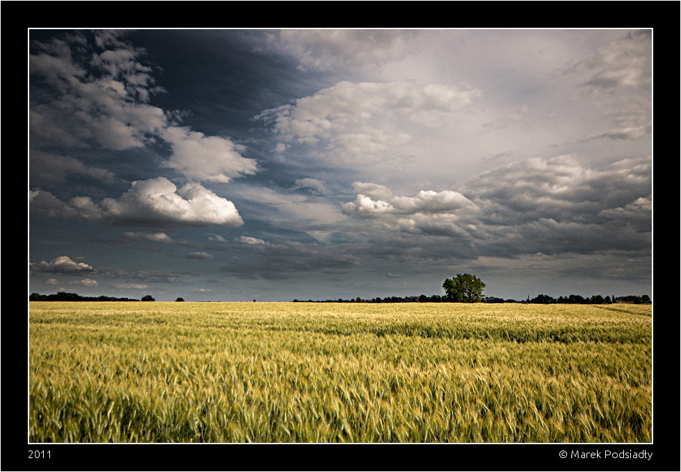 Krajobraz z chmurami