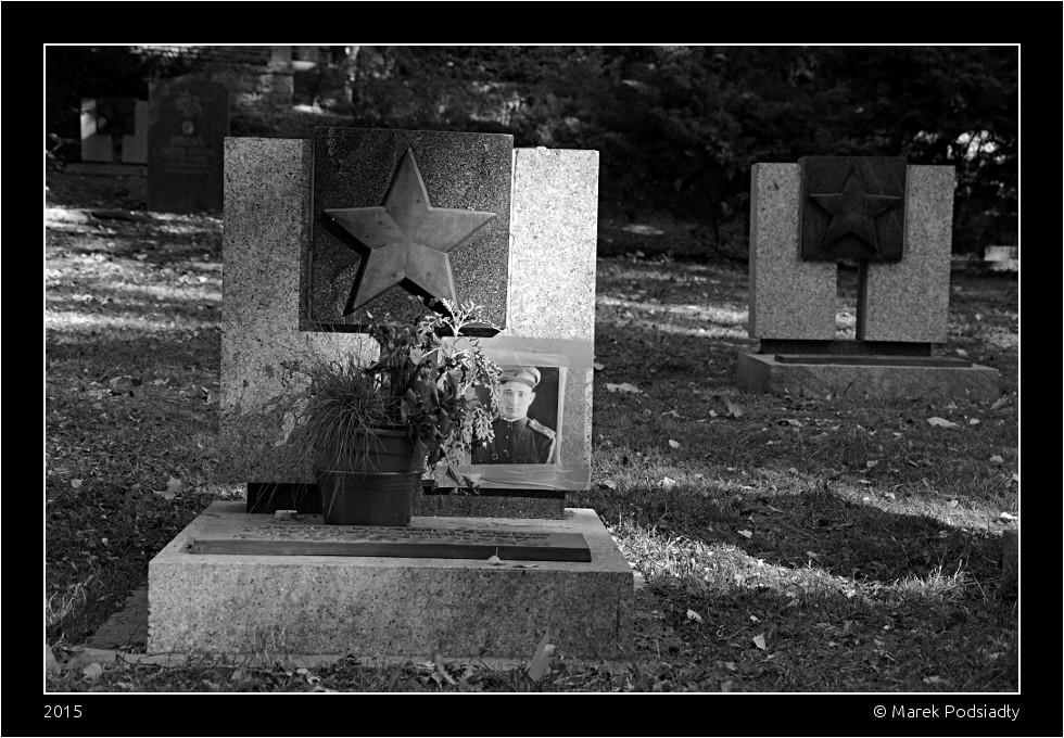 Nagrobek z gwiazdą radziecką